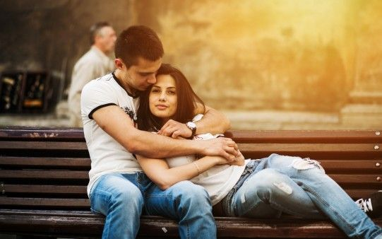Lovely Sweet Couple Hug Romance On Bench Full Hd 4k Wallpapers Freshwidewallpapers Com Fresh Wide Wallpaper Dow Love Couple Images Honeymoon Tour Love Couple