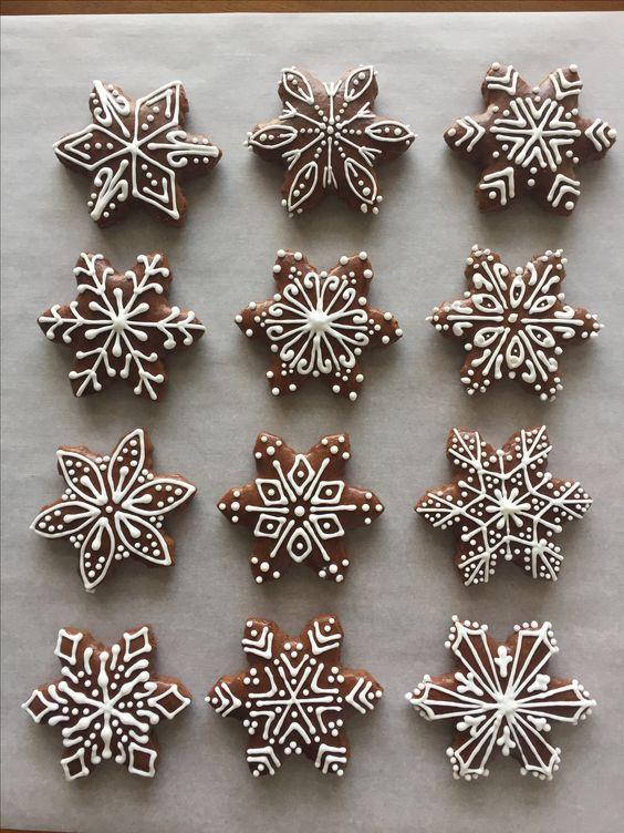 Snowflakes gingerbread cookies