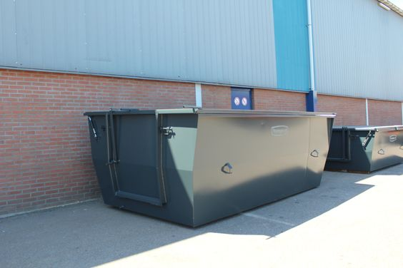 Large skip for horse manure - http://www.mestcontainer.com/