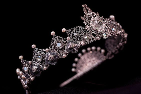 Custom Wedding Tiara, Tudor, Renaissance, Medieval, Crown, Handcrafted Bridal Headpiece with Pearl, Swarovski, Design Your Own Crown