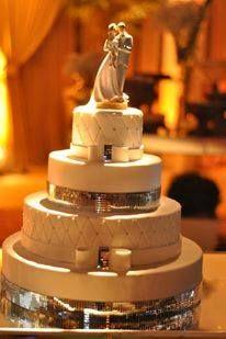 #cherrybolosfake #wedding #bridal #weddingcake #instaweedding #instalove #instagood #porcelanafria #details #decor #detalhes #love #cakedesigner #casamento #cakedesign #bolodecadamento #bolo #beautiful #bolocenografico #bolofalso #beauty #bride #biscuit #noiva