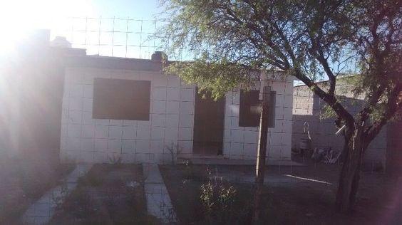 La casa consta de 3 recamaras, un baño, cocina con barra, sala ...