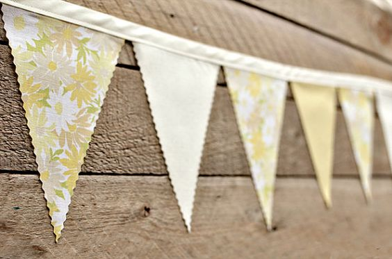 Vintage daisy bunting.