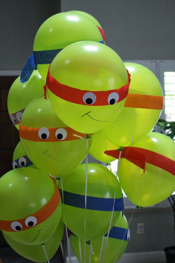 www.craftynotartsy.blogspot.com Teenage Mutant Ninja Turtles birthday party DIY balloons, cake, table setting, goodie bags: