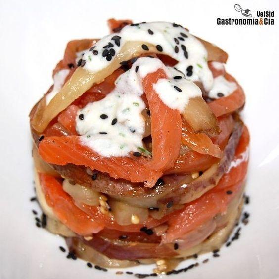 Receta de ensalada de salmón y berenjenas. | 25 Recetas de divinas ensaladas que vas a querer hacer durante todo el año