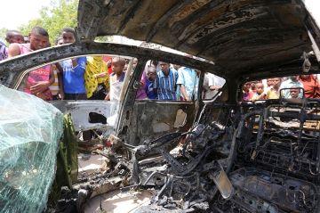 Trois jours après l'explosion dans un avion - Attentat à la bombe meurtrier à Mogadiscio Check more at http://people.webissimo.biz/trois-jours-apres-lexplosion-dans-un-avion-attentat-a-la-bombe-meurtrier-a-mogadiscio/