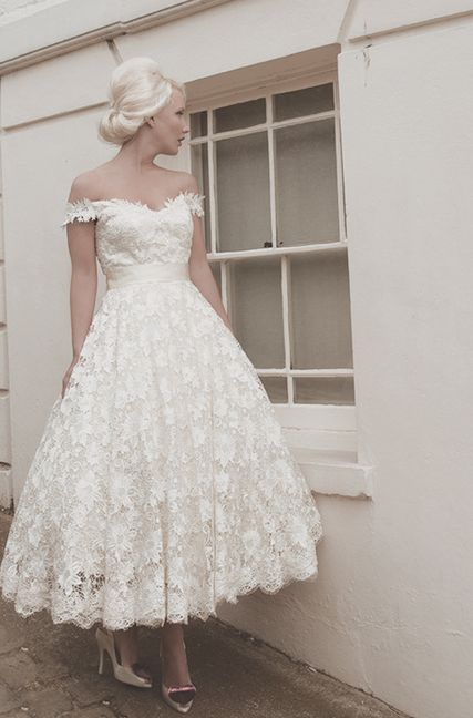 tea-length white lace / vintage /retro bride