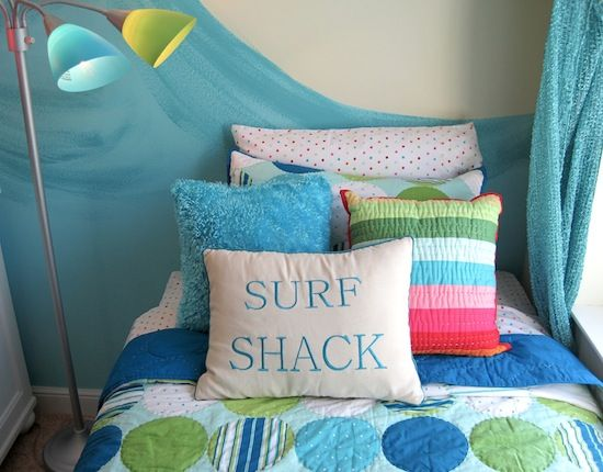 Decorator pillows for teen bedroom idea with beach theme - Beach themed bedroom for teenager ...