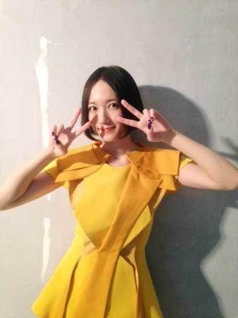 黄色い衣装ののっち