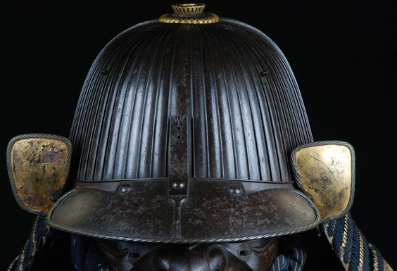 Suji bachi kabuto, Edo period, signed by Saotome Iyetsugu. This craftsman worked in the province of Itachi. Weight: 2.8 kg.