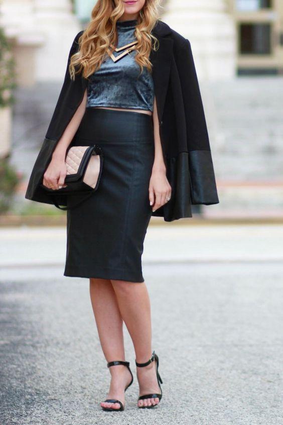 Mix với chân váy và áo khoác nữ cách điệu theo kiểu hờ hững sẽ khiến bạn trở nên vô cùng thanh lịch và đầy cá tính