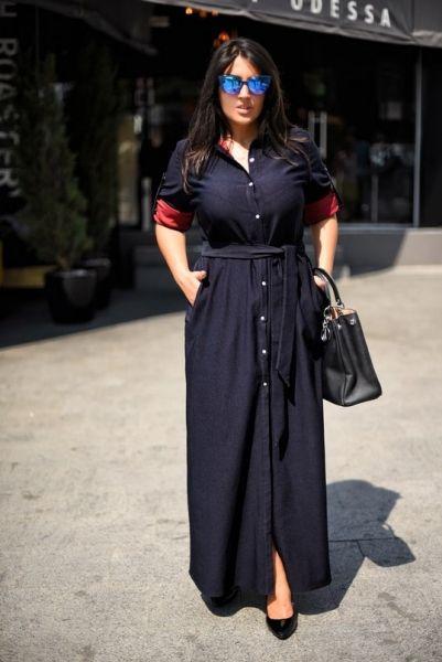 Коттоновое платье-рубашка в пол под пояс на пуговицах с воротником