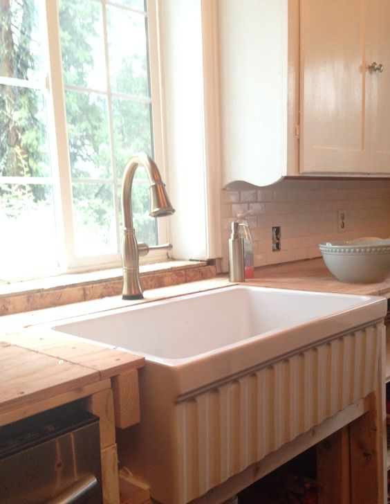 FRENCH COUNTRY COTTAGE: Farmhouse Sink Love