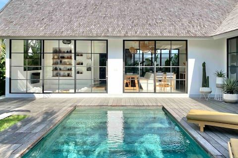 The Young Villas Canggu Fast Wifi Private Pool Villas For Rent In Kecamatan Kuta Selatan Bali Indonesia Bali House Vacation Home Pool Houses