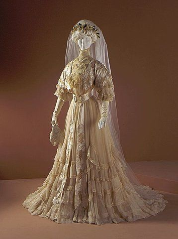 1907 Worth wedding gown. I guess this to be early 1907 as the gown has 3/4 length sleeves very much in fashion in 1906. I love the soft gentle tulle ruffles.