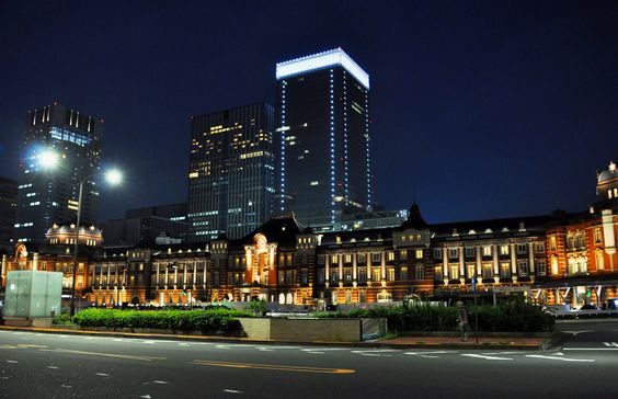 Tokyo Station building has been renovated and very beautiful. It is the station the most famous in Japan. I also apparent appearance of foreign tourists.