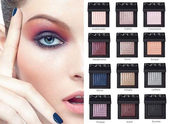 Chega de usar mil e um produtos para conseguir criar um efeito diferente na maquiagem. Conheça a linha de sobras Dual-Intensity da marca Nars.