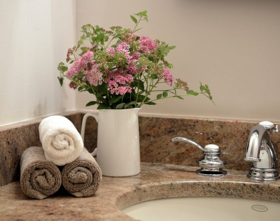 home staging with flowers: