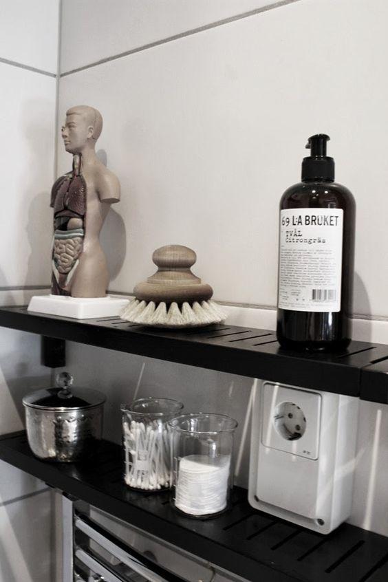 svart, vitt & rött: Toalett makeover; före och efter | Decoration ...