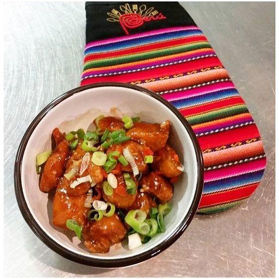 Comparte tus momentos #ruzafagente con nosotros. 🔝📷@restauranteancon  POLLO CHIFERO. Pollo rebozado con salsa agridulce y un toque picante al estilo de la cocina chifa. #restauranteancon #valencia #ruzafa #ruzafagente  #cocinaperuana #peruviancuisine #enjoyvalencia