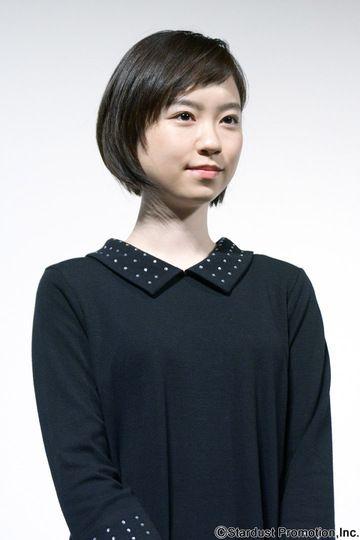 黒トップスの柴田杏花