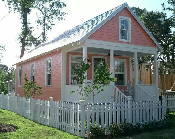 This looks like a lowe 39 s katrina cottage but i 39 m not sure for Katrina cottages