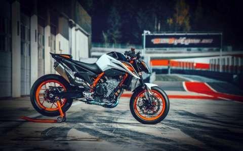 2020 Ktm 890 Duke R Guide Ktm Ktm Adventure Motorcycle