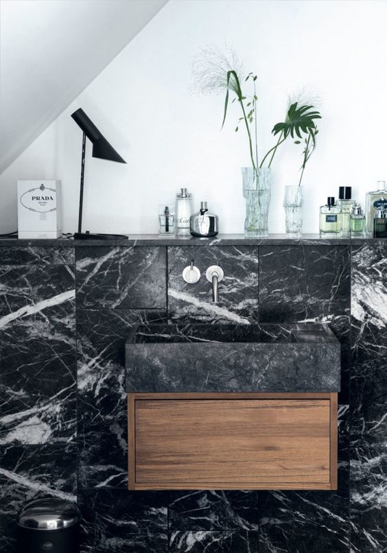 sort-marmor-badevaerelse-storbylejlighed-koebenhavn-ELbd2yrGLSXK2MVQBavHkA