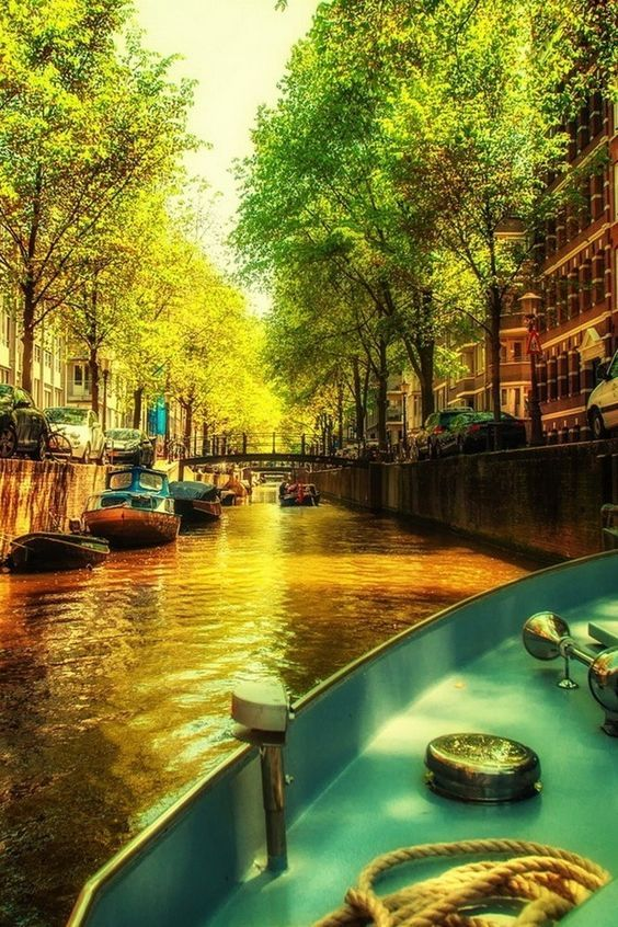 قنوات أمستردام المائية في هولندا Amsterdam Channels The Netherlands Beautiful Places Places To Go Places To Travel