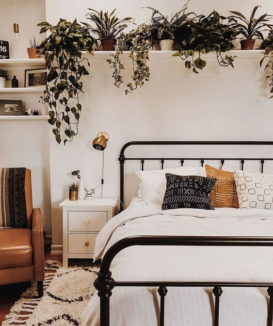 15 Ideas For Filling The Empty Space Above Your Bed Small Apartment Bedrooms Small Bedroom Decor Remodel Bedroom
