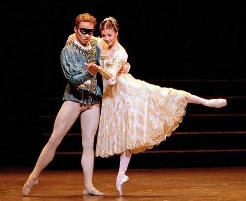 The Royal Ballet's Johan Kobborg and Alina Cojocaru in MacMillan's Romeo and Juliet. Photo by Bill Cooper, Courtesy ROH.