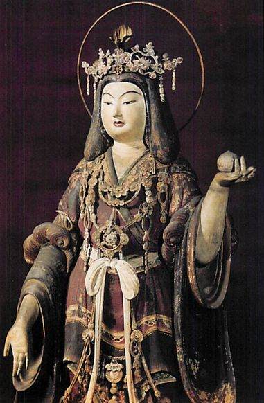 【京都・浄瑠璃寺/吉祥天像(1212年)】像高90cm。檜材。一木造。「浄瑠璃寺流記事」より建暦2年(1212年)に造立し本堂に安置したと記されている。繧繝を主体とした彩色文様で、弧を描く眉に赤い唇と美しい貴婦人のような姿。