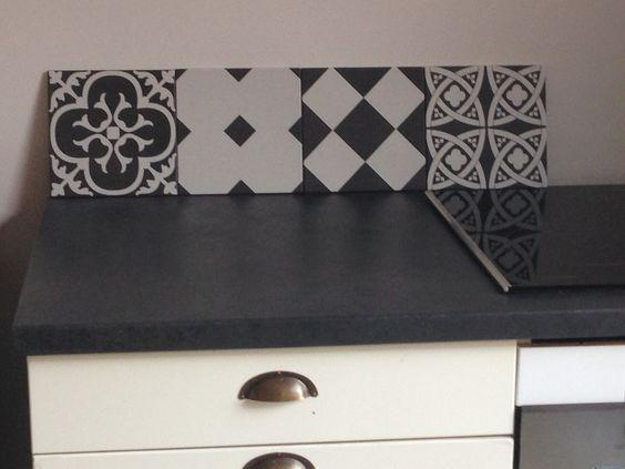 Ma cuisine noir ulta mat aspect tableau noir avec crédence ...