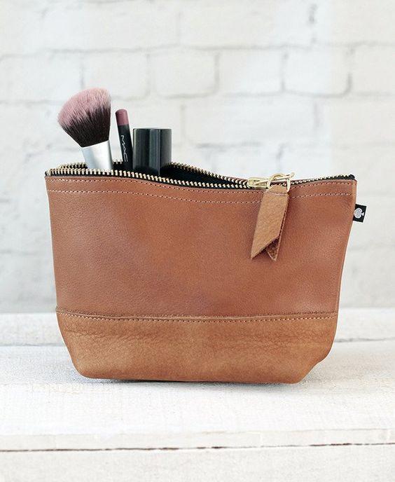 Elegante Kosmetiktasche aus Echtleder mit viel Platz für all Dein Make-Up und…