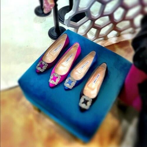 manolo blahnik hangisi flat shoes
