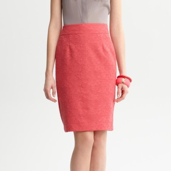 ❗️1NightSale! Banana Republic Pink Pencil Skirt Pink lace pencil skirt. Size 4. Gently pre-owned. No flaws. Banana Republic Skirts Pencil