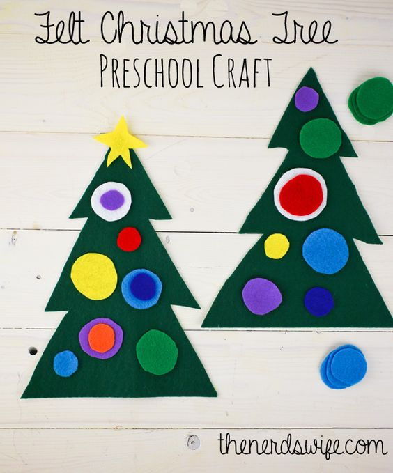 Felt Christmas Tree Preschool Craft -- the perfect quiet activity for toddlers or preschoolers. They can rearrange the designs to build a new holiday tree!