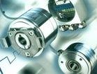 A Flateck executa a manutenção de todos os tipos de ENCODER existentes no mercado, tanto no circuito eletrônico como na etapa mecânica, atuando preventivamente, como, por exemplo, na troca de rolamentos com a preservação do disco.
