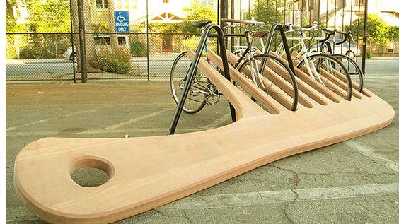 Si vous aimez les œuvres d'art dans l'espace public, celle-ci devrait vous plaire. Et les grincheux pourront se consoler en découvrant que cette œuvre est
