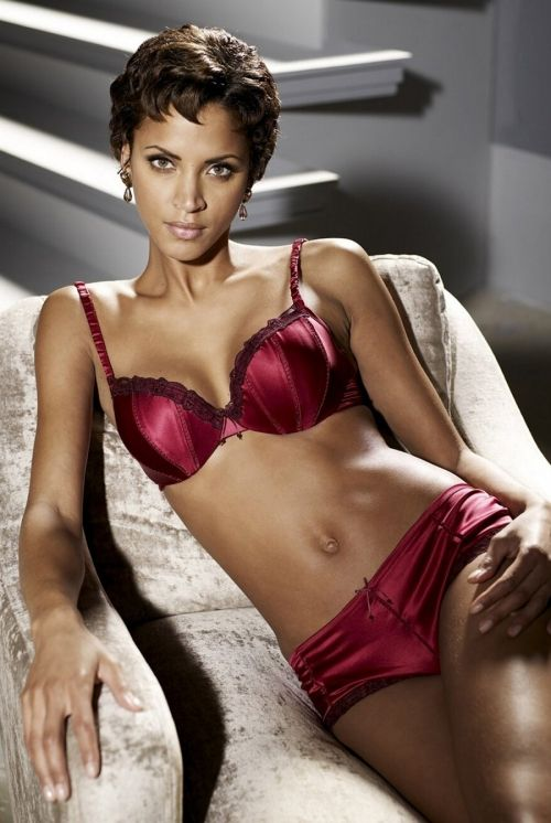 Noemie Lenoir (43 photos)