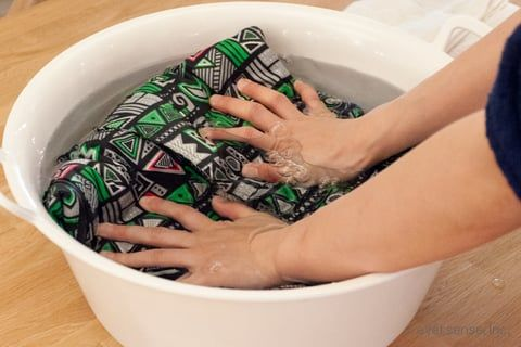 押し洗いとは もみ洗いとの違いとやり方は 洗濯 スノボ ウェア 洗濯のコツ