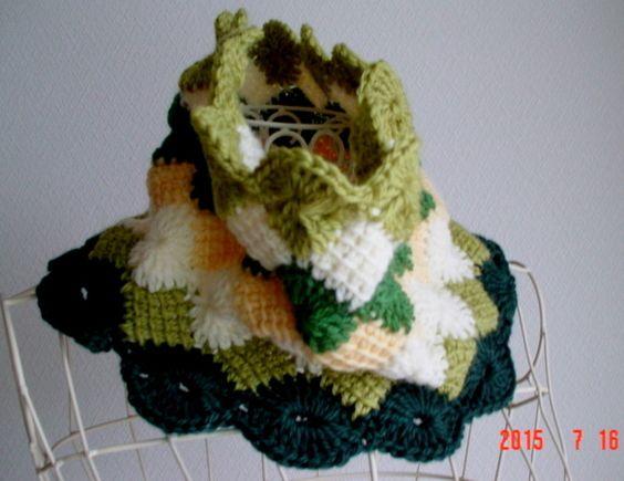 ハンドメイドマーケット minne(ミンネ)| ☆彡☆グリーン系のflower Afghan模様のCowl Neck Warmer