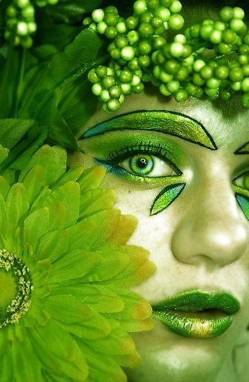 Green face art