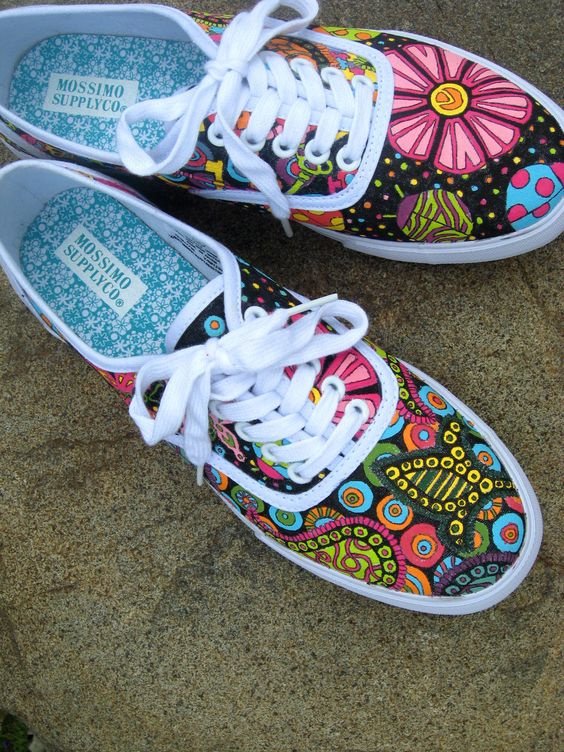Doodle Shoes: How to decorate canvas shoes with acrylic paint: