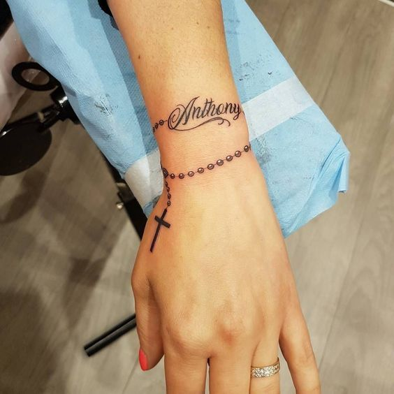 Tatuajes Pequenos Para Mujer 347 Fotos Tatuaje De Pulsera Tatuaje De Nombre En La Mano Tatuajes