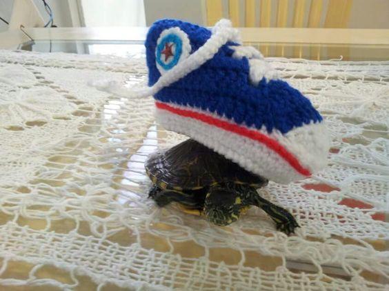 Do trabalho animal: Levando sapatinho de crochê para o tiozinho que só estava esperando pra nascer...