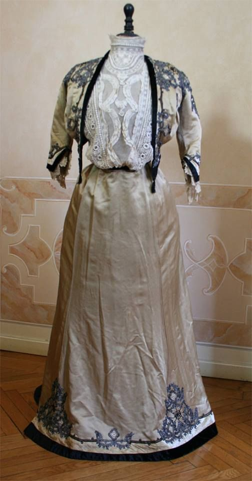 Edwardian dress, ensemble with lace shirtwaist blouse, embroidered bolero and skirt with train. Ca. 1907- Source: the wonderful Abiti Antichi (they have the most amazing dresses collection!)