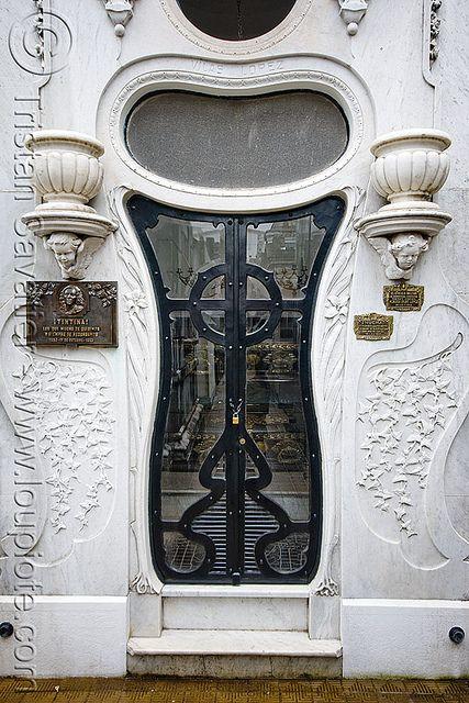 Art Nouveau Tomb Door - Vilas Lopez - Recoleta Cemetery (Buenos Aires) door
