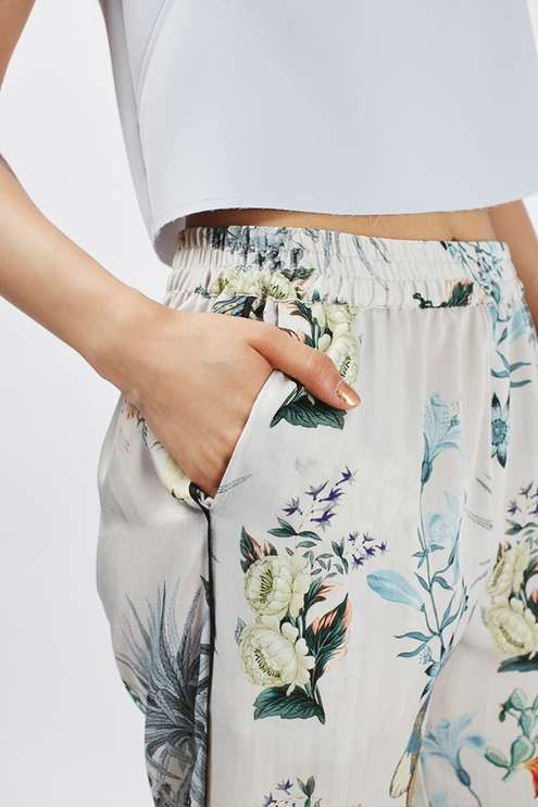 These wide leg trousers looks to pyjama styling and oriental influence for the new season. #Topshop