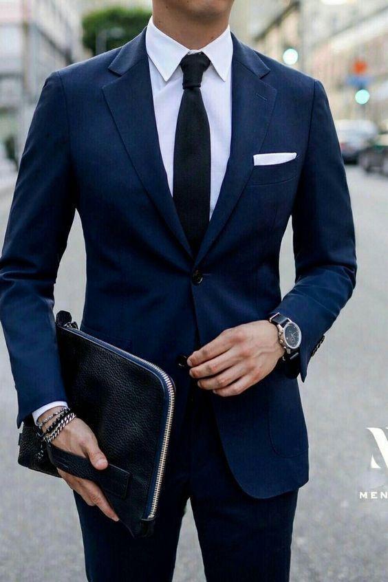 Roupa Masculina para Entrevista de Emprego. Macho Moda - Blog de Moda Masculina: Como se Vestir para ENTREVISTA DE EMPREGO? Homem. Moda para homens, Roupa de Homem, Estilo Masculino. Costume Azul Marino, Gravata Preta, Pulseiras com Costume